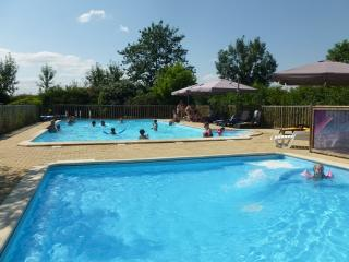 Chalet au camping clos lalande - Montricoux vacation rentals