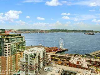 2 Bedroom 2 Bathroom Cloud Nine Oasis Overlook Pike Place Market! - Seattle vacation rentals