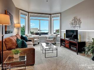 1 Bedroom ElIiott Bay Oasis! Walk to all the Sights! - Seattle Metro Area vacation rentals