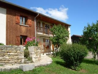 """Gites """"Au Bois de l'Orme"""" - Oye-et-Pallet vacation rentals"""