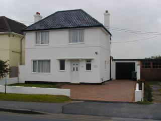 Family house, direct access to beach, games room - New Romney vacation rentals