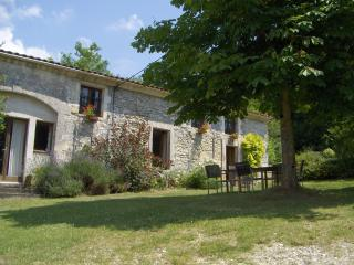 Lovely 2 bedroom Nontron Gite with Internet Access - Nontron vacation rentals