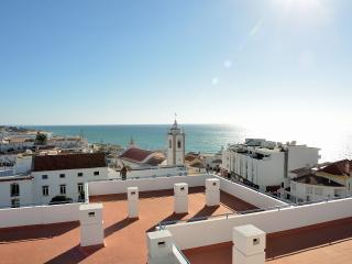 Bay View 602 Perfect Location Free WIFI Sea View - Albufeira vacation rentals