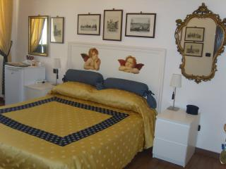 Cozy Condo with Wireless Internet and Television in Rome - Rome vacation rentals