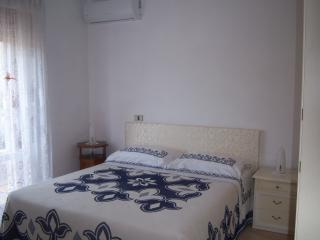 Cozy 2 bedroom Apartment in Torre Melissa - Torre Melissa vacation rentals