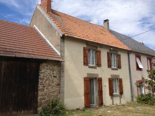 La Maison de Cromac - Saint-Sulpice-les-Feuilles vacation rentals