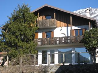 Bed and Breakfast LE COLOMBINE room and breakfast - Abbadia Lariana vacation rentals