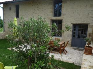 2 bedroom Gite with Internet Access in Langon - Langon vacation rentals