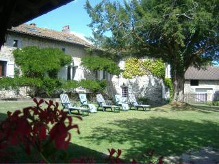 L'arbre Magnolia is a charming renovated gite - Piegut-Pluviers vacation rentals
