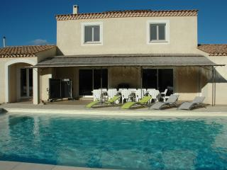 VILLA piscine climatisée 4 *-9 PERS-(18 couchages) - Arles vacation rentals