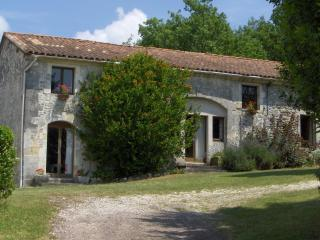 Spacious 6 bedroom Gite in Nontron with Internet Access - Nontron vacation rentals
