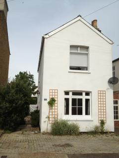 Perfect 3 bedroom Cottage in Leigh-on Sea with Dishwasher - Leigh-on Sea vacation rentals