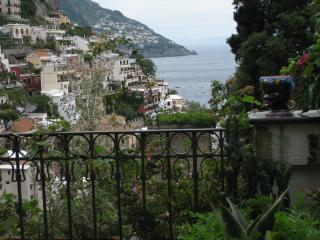 Positano HOUSE CENTRAL Huge Terrace - free WIFI - Positano vacation rentals