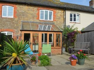 Sunny 2 bedroom Bridport Cottage with Internet Access - Bridport vacation rentals
