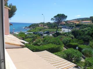 Côte d'Azur, Miroir de la Mer, Vue Mer (50m plage) - Saint-Aygulf vacation rentals