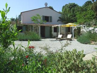 Bright 2 bedroom Ajaccio Gite with Internet Access - Ajaccio vacation rentals