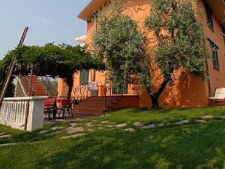 Adorable House in Montecatini Terme with Deck, sleeps 4 - Montecatini Terme vacation rentals