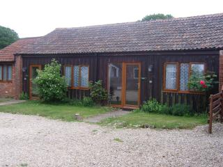 The Lodge, ground floor barn conversion with indoor heated swimming pool - Woolland vacation rentals