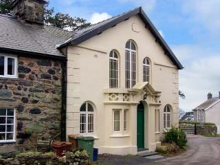 CAPEL CADER IDRIS, character chapel conversion, original features, close to beach, in Llwyngwril, Ref 20377 - Llwyngwril vacation rentals