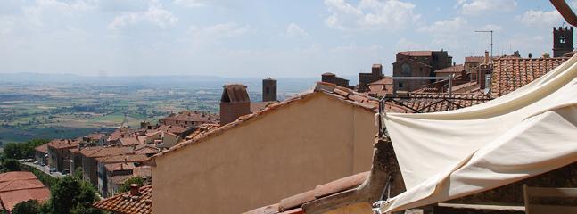 4 bedroom Apartment in Cortona, Arezzo Area, Tuscany, Italy : ref 2230464 - Image 1 - Cortona - rentals