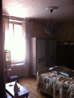 Nice B&B with Linens Provided and Parking - Chateaudun vacation rentals