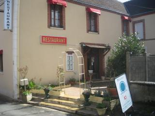 Romantic 1 bedroom Bed and Breakfast in Chateaudun - Chateaudun vacation rentals
