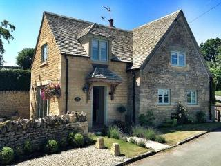 Longborough Cottage, 5 star cottage near Stow on the Wold & Daylesford - Longborough vacation rentals