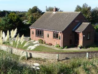 Perfect 2 bedroom Cottage in Sea Palling with Deck - Sea Palling vacation rentals
