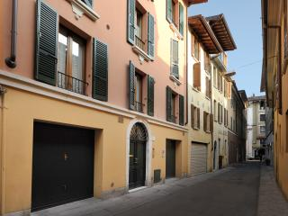 Bright 7 bedroom Brescia Apartment with Internet Access - Brescia vacation rentals