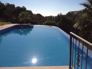 Lovely Villa, Sea Views, 5 min walk to beach - Salema vacation rentals