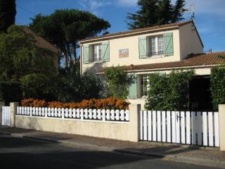 4 bedroom Gite with Balcony in Pyrenees-Orientales - Pyrenees-Orientales vacation rentals