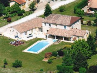 Spacious 5 bedroom Sigoules Villa with Internet Access - Sigoules vacation rentals