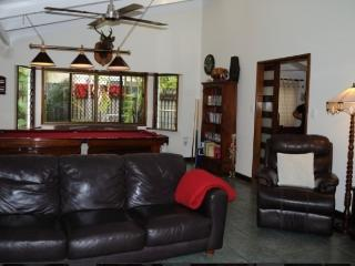 Perfect 4 bedroom House in Yorkeys Knob with Internet Access - Yorkeys Knob vacation rentals