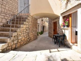Studio for 2 - great location - Stari Grad vacation rentals