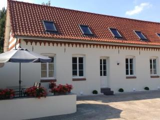 Cozy 2 bedroom Gite in Saint Omer with Internet Access - Saint Omer vacation rentals