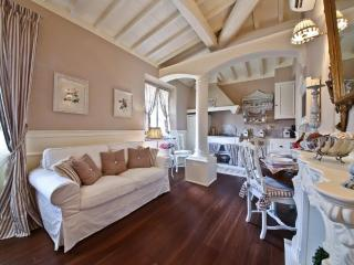 Suite La Blanc - Luxury penthouse in Florence - Florence vacation rentals