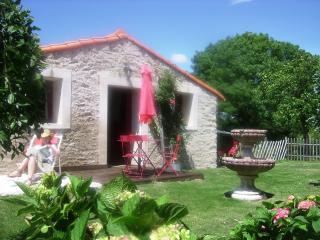 Gîte avec piscines chauffées proche côte de Jade - Saint Viaud vacation rentals