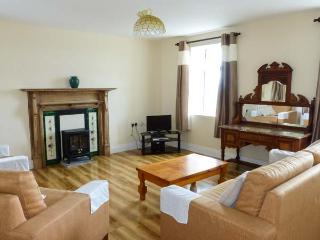 FARNA VIEW, detached, five bedrooms, en-suite, off road parking, enclosed garden, in Castlemaine, Ref. 28044. - Castlemaine vacation rentals