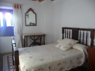 6 bedroom Farmhouse Barn with Linens Provided in Huesca - Huesca vacation rentals