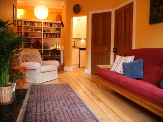Boutique 'Old Town' Apartment - Edinburgh vacation rentals