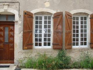 Beautiful House with Central Heating and Balcony - Miradoux vacation rentals