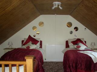 Convenient 2 bedroom Cottage in Stoke-on-Trent - Stoke-on-Trent vacation rentals