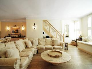 STUNNING 5 BED MEWS HOUSE LOCATED IN KENSINGTON - London vacation rentals