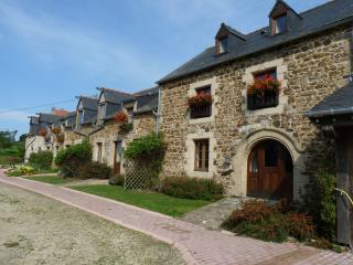Comfortable Gite with Internet Access and Satellite Or Cable TV - Corseul vacation rentals