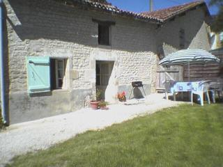 Sunny Cottage with Internet Access and Microwave - Dampierre-sur-Boutonne vacation rentals