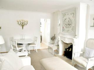 Gorgeous Apt: Terrace, Parking - Lymington vacation rentals
