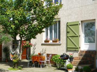 2 bedroom Gite with Internet Access in Ballancourt-sur-Essonne - Ballancourt-sur-Essonne vacation rentals
