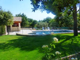 Nice Villa with Internet Access and Hot Tub - Saint-Didier vacation rentals