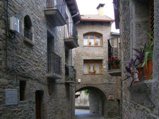 Cozy 3 bedroom Townhouse in Huesca Province - Huesca Province vacation rentals