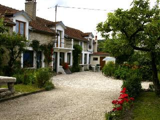 4 bedroom Gite with Internet Access in Longchamp-sur-Aujon - Longchamp-sur-Aujon vacation rentals